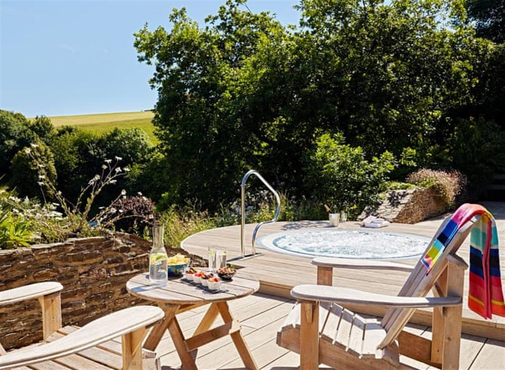 Shared patio area at Meavy Cottage,