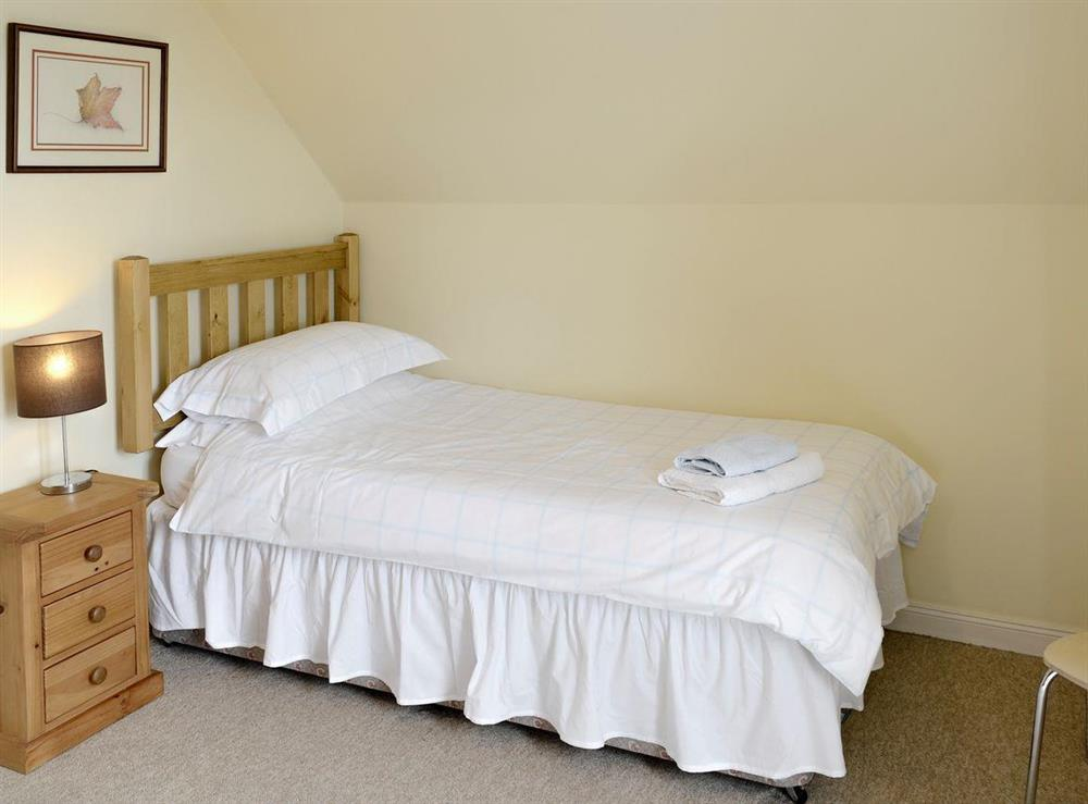 Peaceful twin bedroom at Birch Cottage,