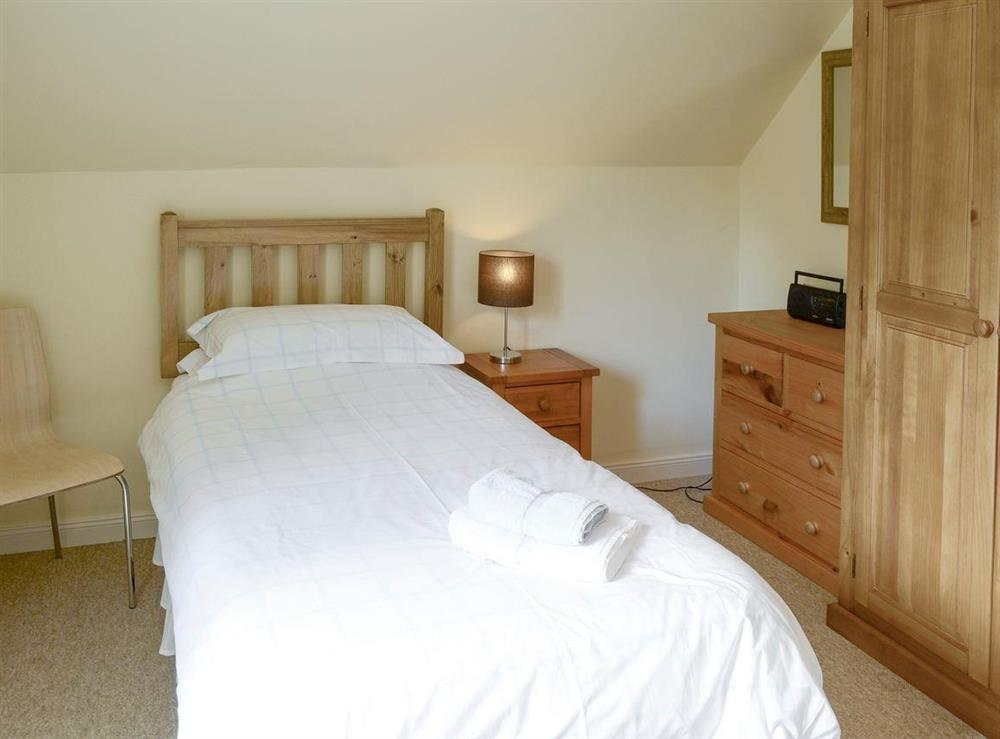 Relaxing twin bedroom at Birch Cottage,
