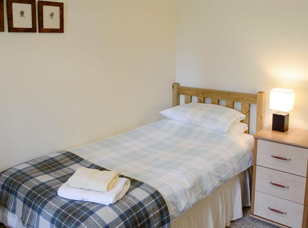 Peaceful single bedroom at Rowan Cottage,