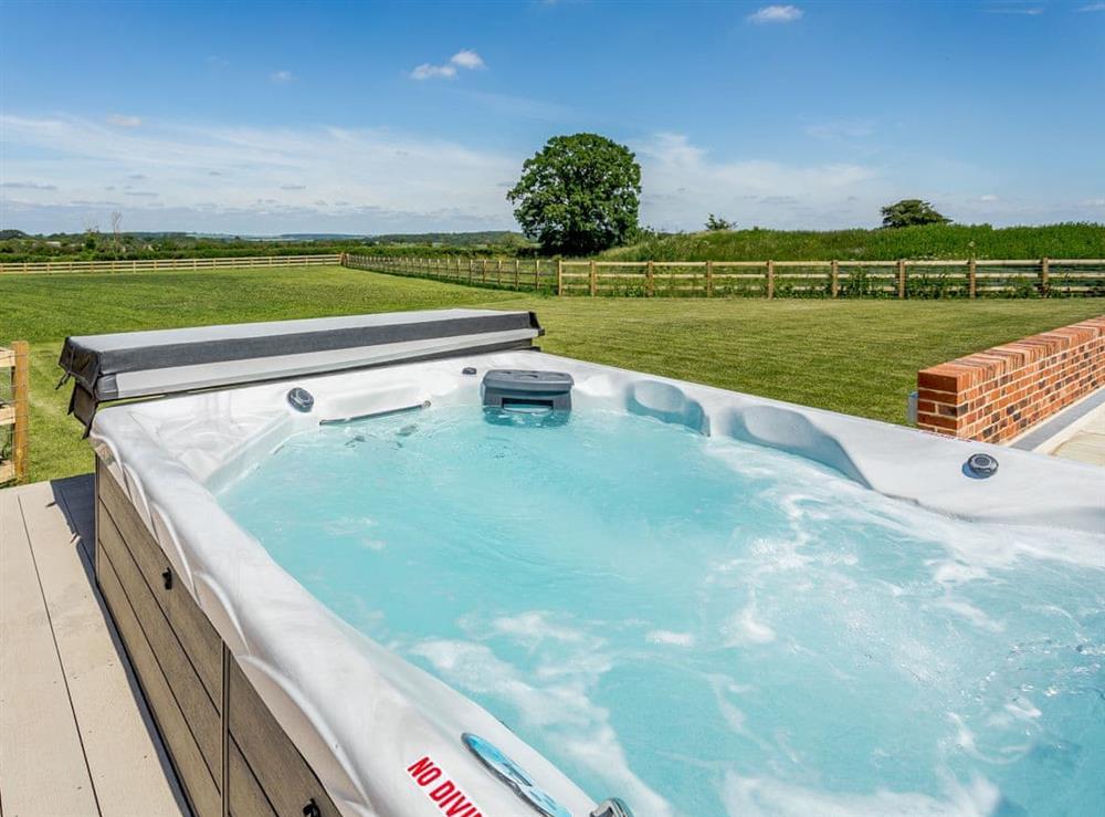 Hot tub at The Dutch Barn,