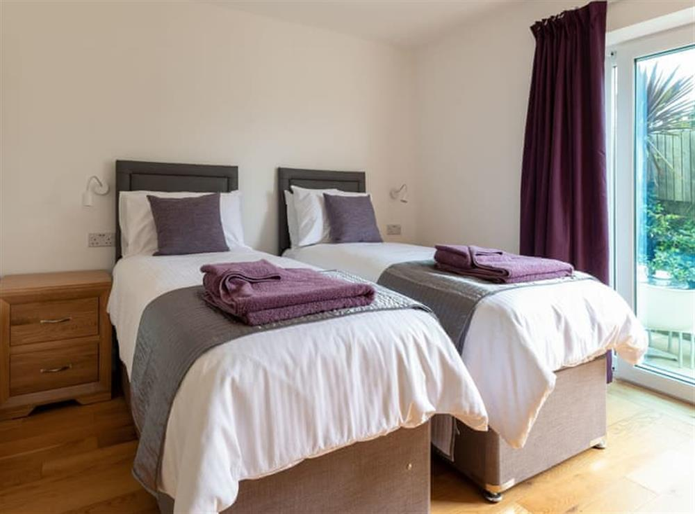 Comfortable twin bedroom at Grandview Dartmouth in Dartmouth, Devon
