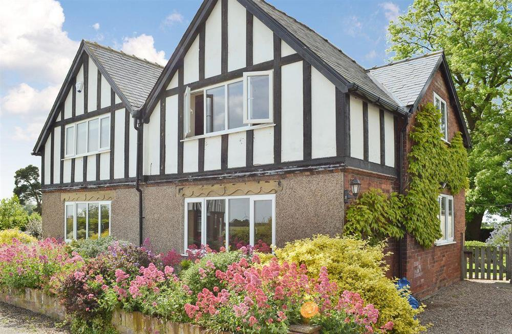 Attractive holiday cottage at Portington Lodge,