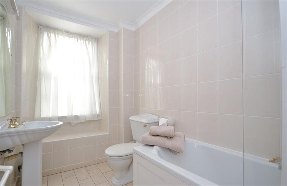The first floor family bathroom at Grants Cottage, Dartmouth