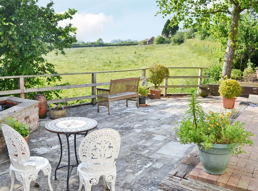 Sitting-out-area at Green Oak Cottage in Sandley, near Gillingham, Dorset