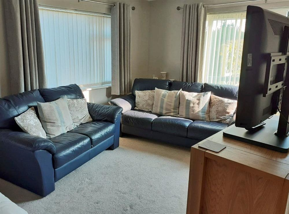 Cosy living room with bedroom area (photo 2) at Green View in Churston Ferrers, near Brixham, Devon