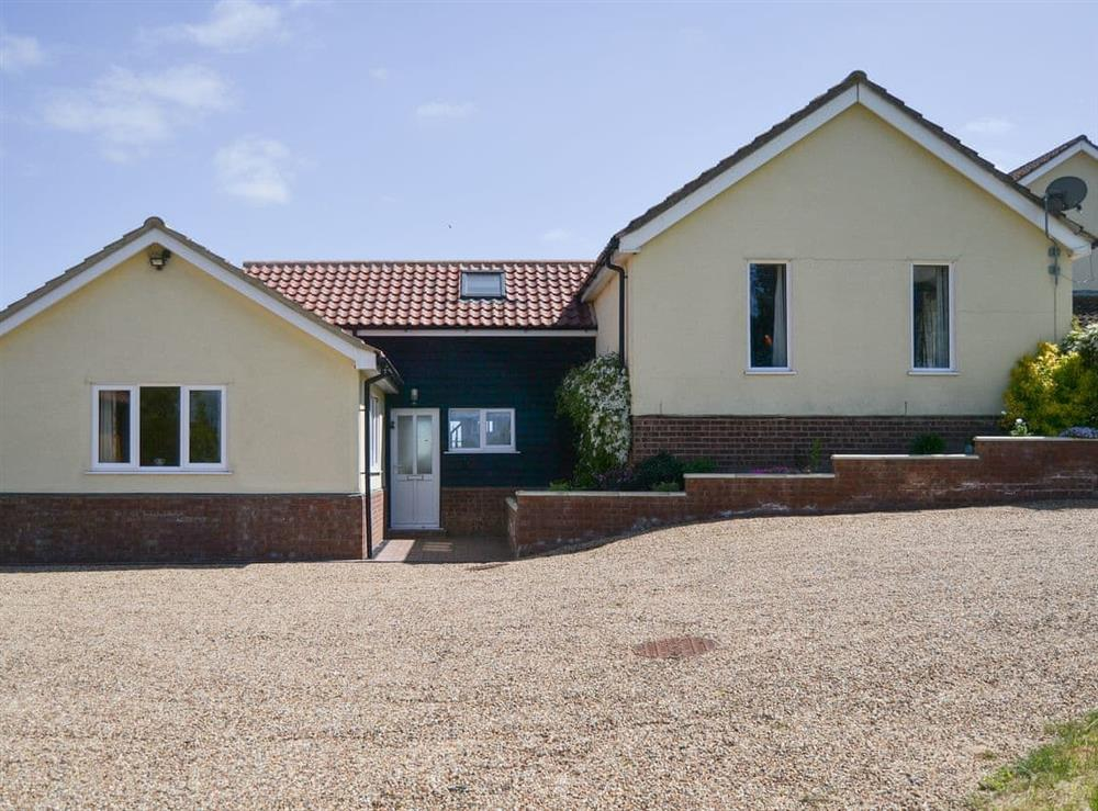Wonderful holiday property at Grove Bungalow in Dallinghoo, near Woodbridge, Suffolk