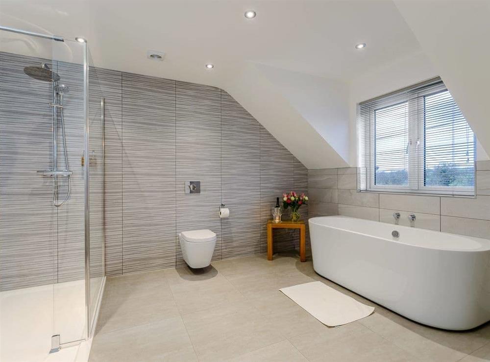 Attractive bathroom at Meusydd,