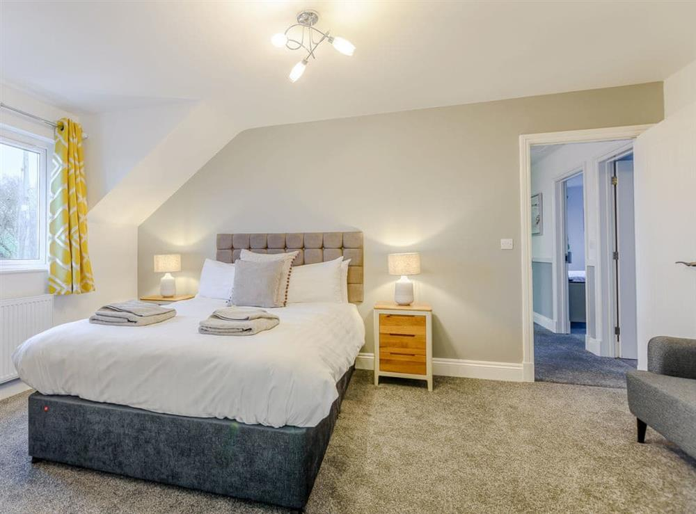 Comfy double bedroom at Meusydd,