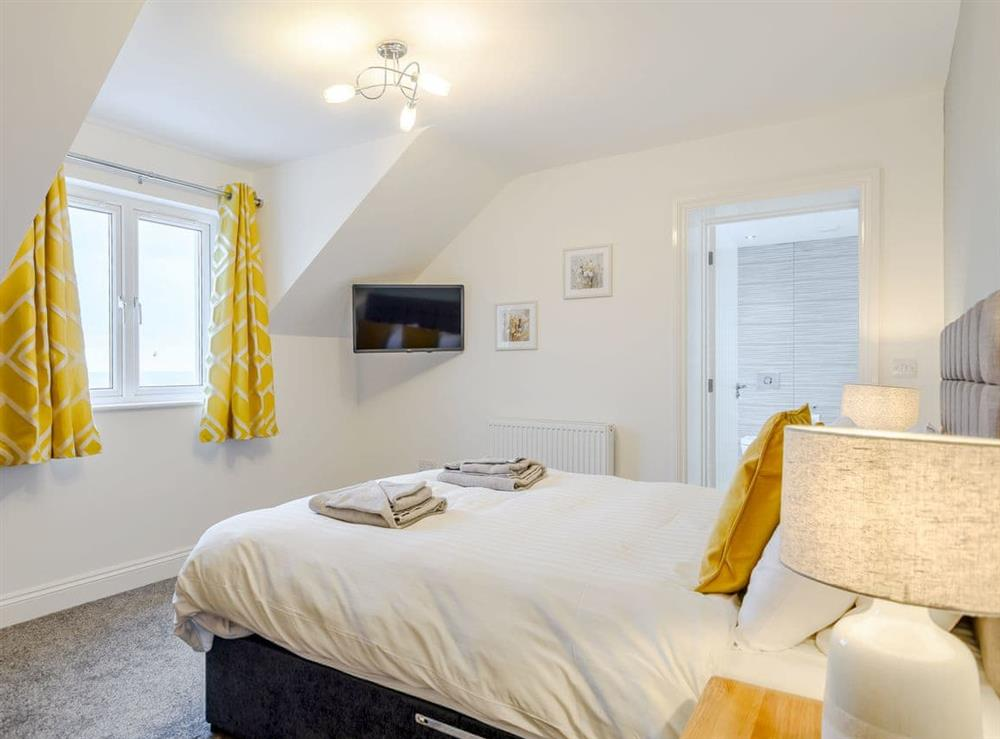 Double bedroom with en-suite at Meusydd,