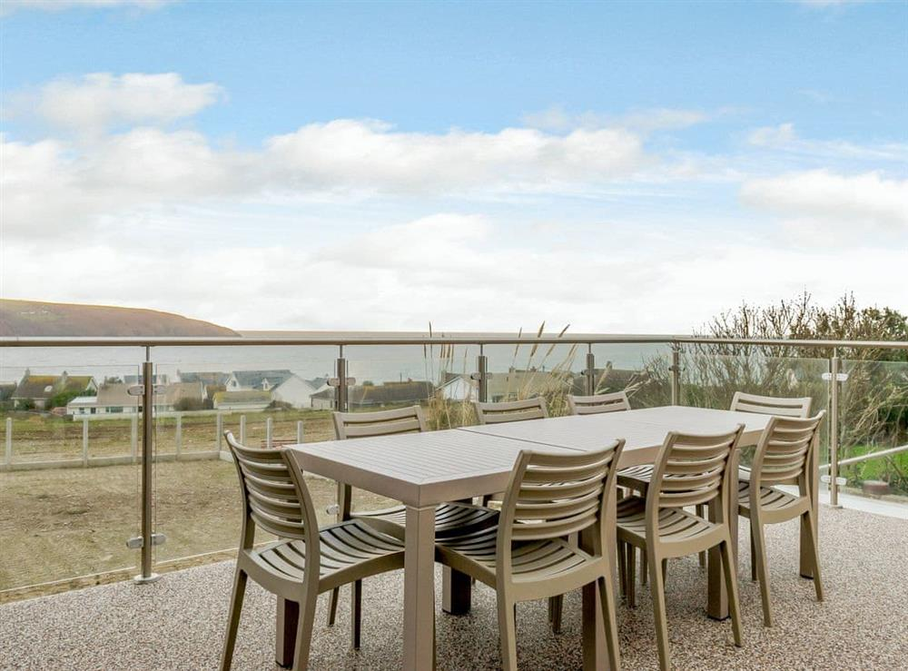Sitting out area with fantastic sea views at Meusydd,