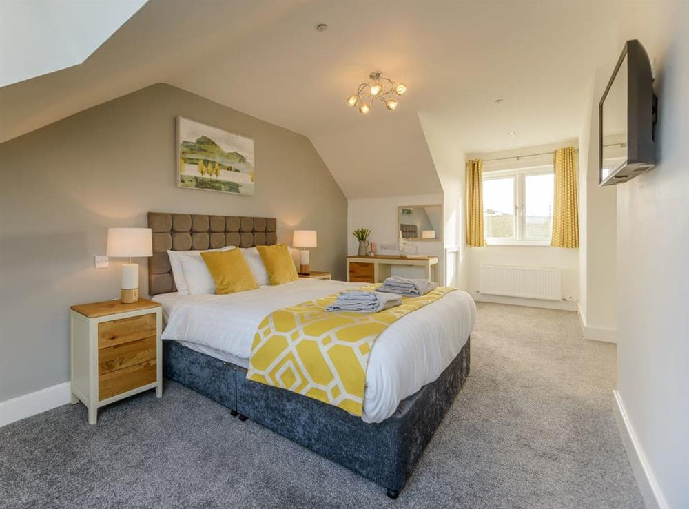 Attractive double bedroom (photo 2) at Ty Canol,