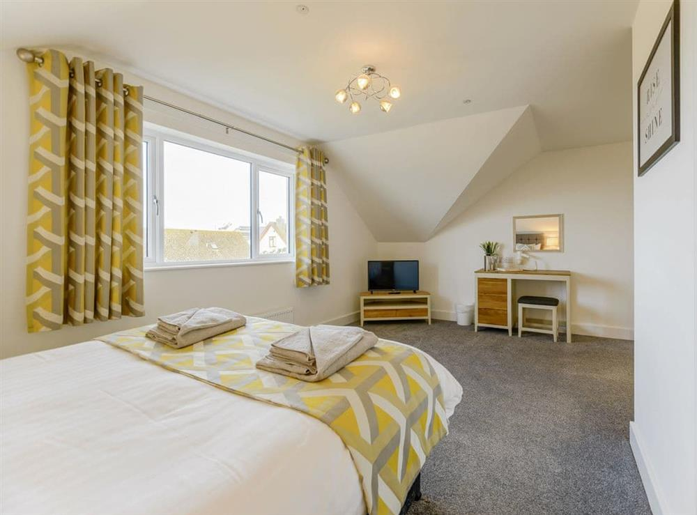 Comfortable double bedroom (photo 2) at Ty Canol,
