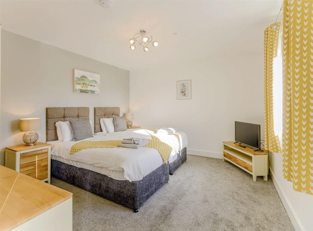Well presented twin bedroom at Ty Canol,