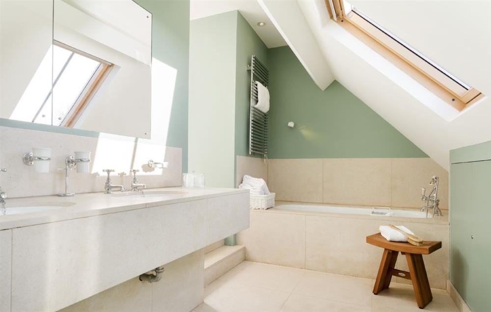 Above the sun room: En-suite with bath and handheld shower