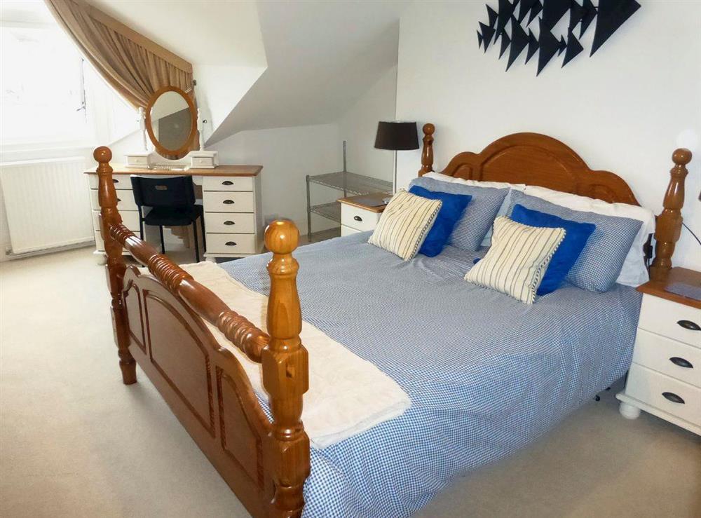 Comfortable 2nd floor double bedroom with ensuite at Harbour Watch in Brixham, Devon