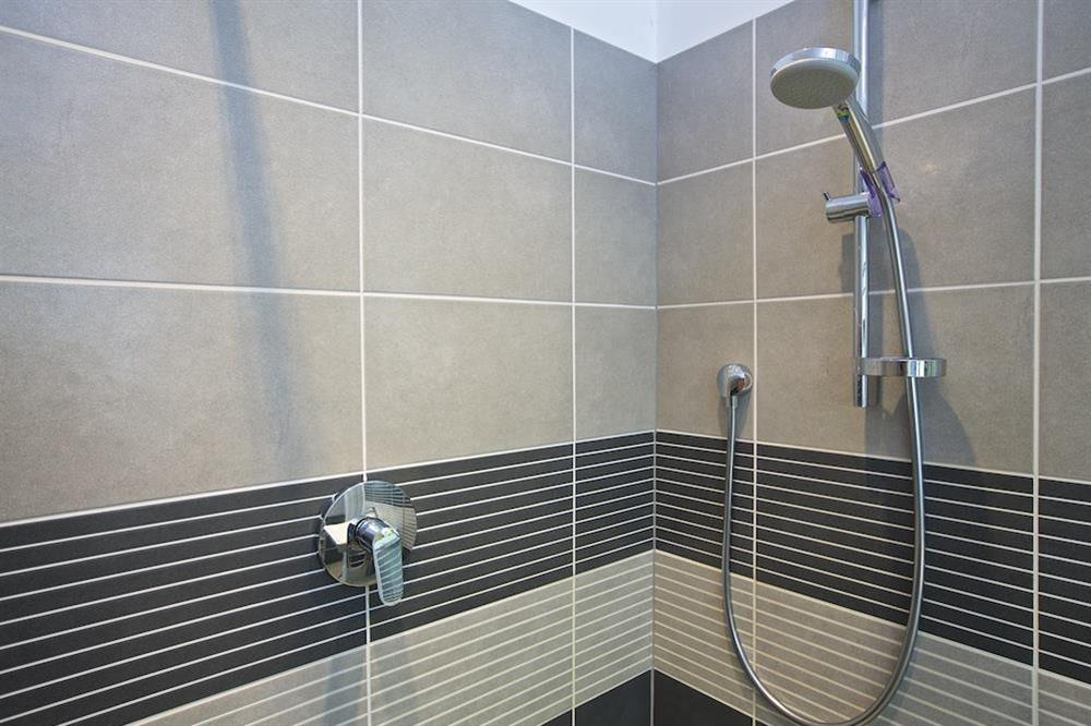 En suite bathroom with shower cubical (photo 2) at Harbourside in South Town, Dartmouth