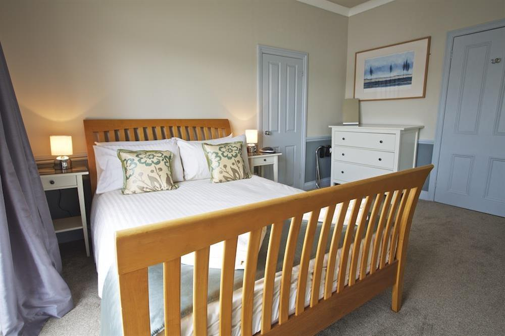 Master bedroom with en suite at Harbourside in South Town, Dartmouth