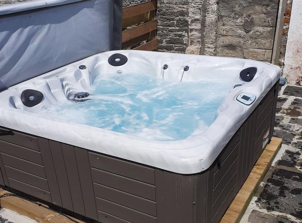Hot tub at Harden Farmhouse in Wick, Caithness