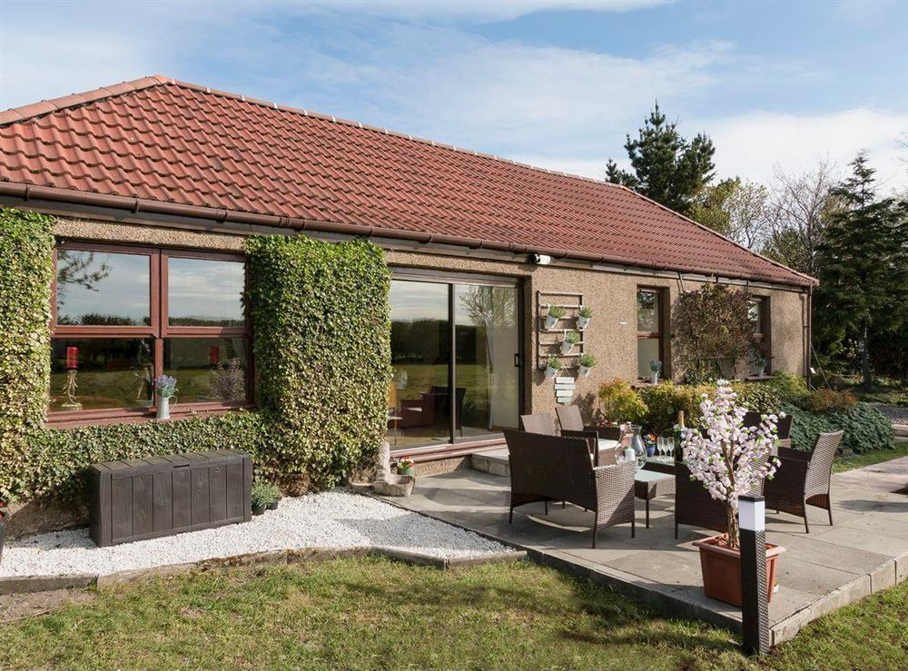 Spacious, beautifully presented detached cottage at Hardilands Cottage in Bothkennar, near Stirling, Stirlingshire
