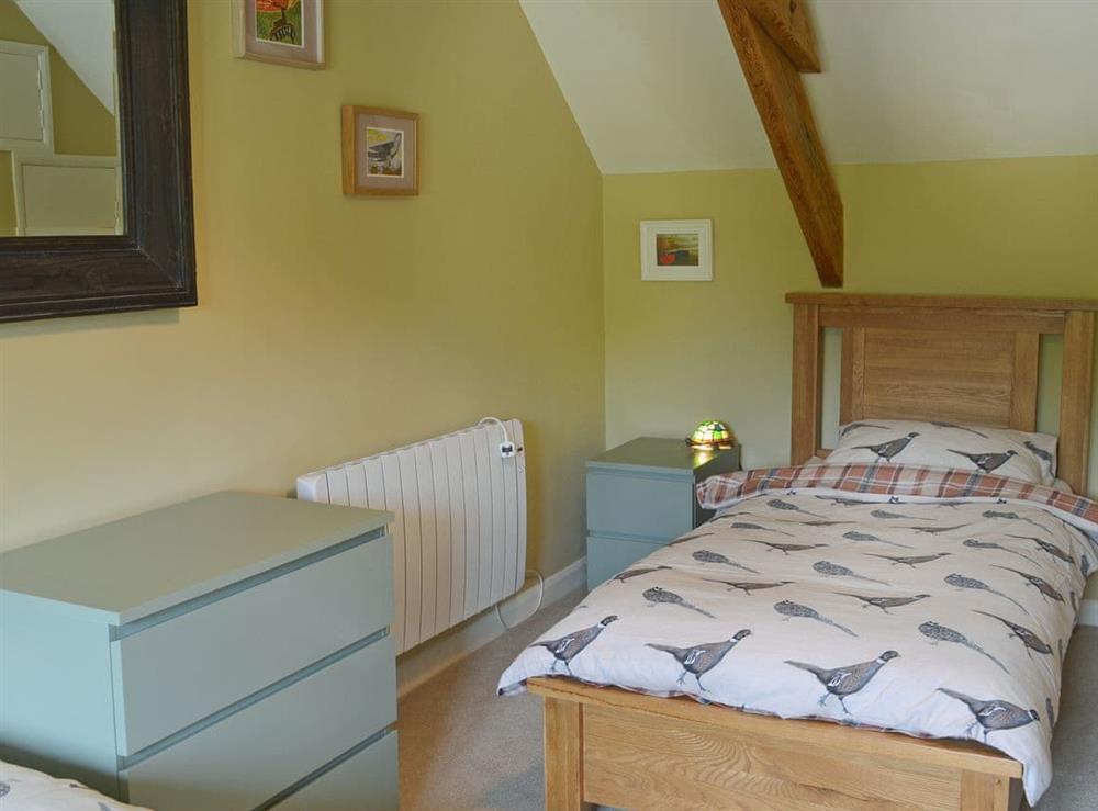 Charming twin bedroom at Harvest Cottage in Harbertonford, near Totnes, Devon