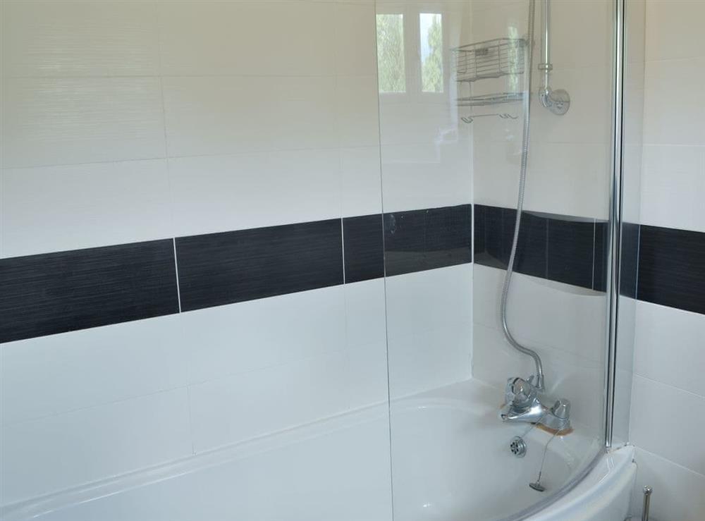 Well presented bathroom (photo 2) at Harvest Cottage in Harbertonford, near Totnes, Devon