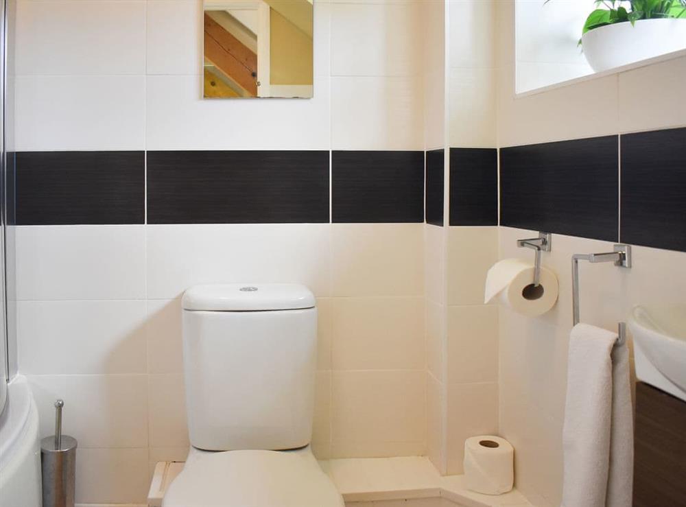 Well presented bathroom at Harvest Cottage in Harbertonford, near Totnes, Devon