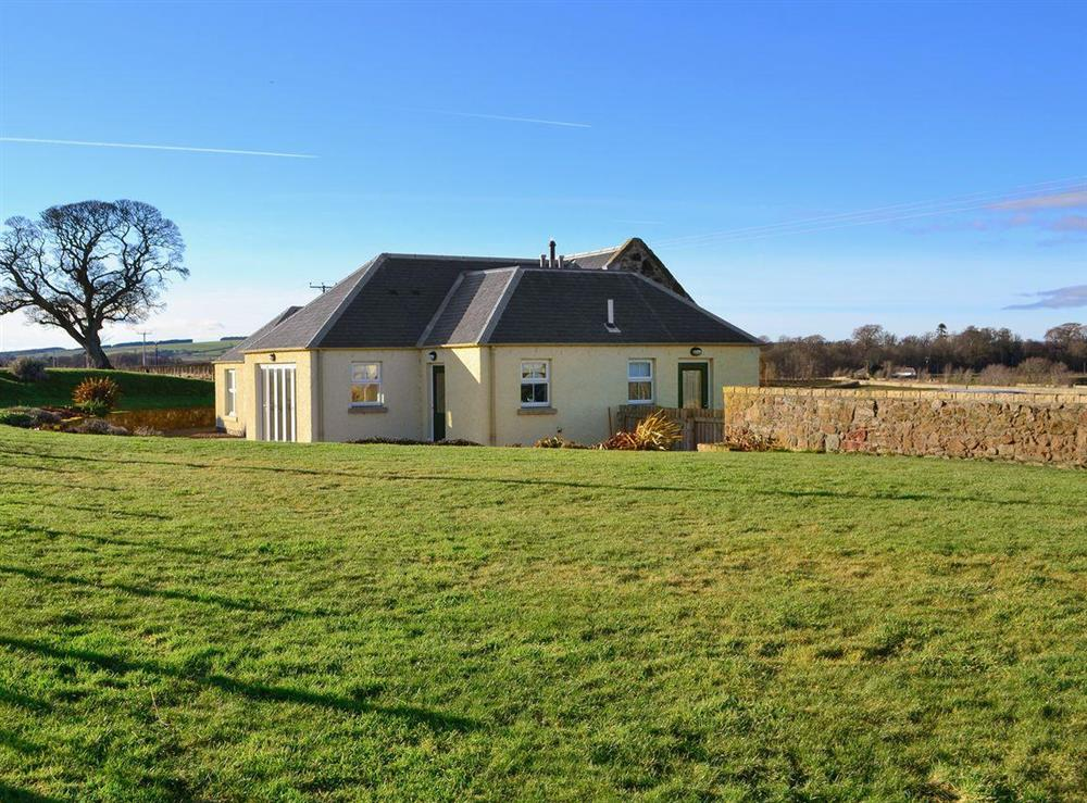 Wonderful detached holiday home set in glorious countryside at Hawthorn House in Pathhead, near Edinburgh, Edinburgh and the Lothians, Midlothian