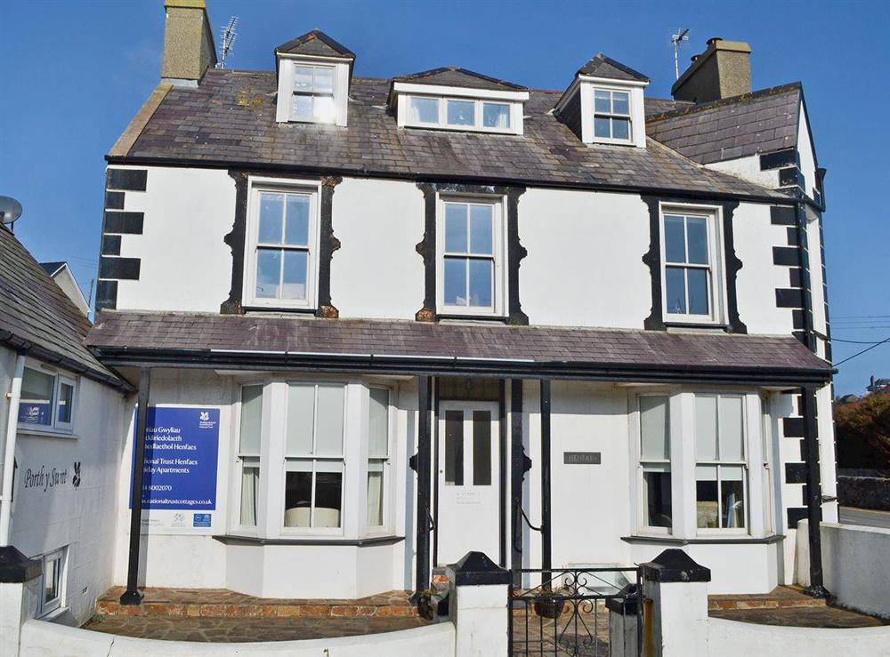 Spacious ground floor apartment at Hywyn,