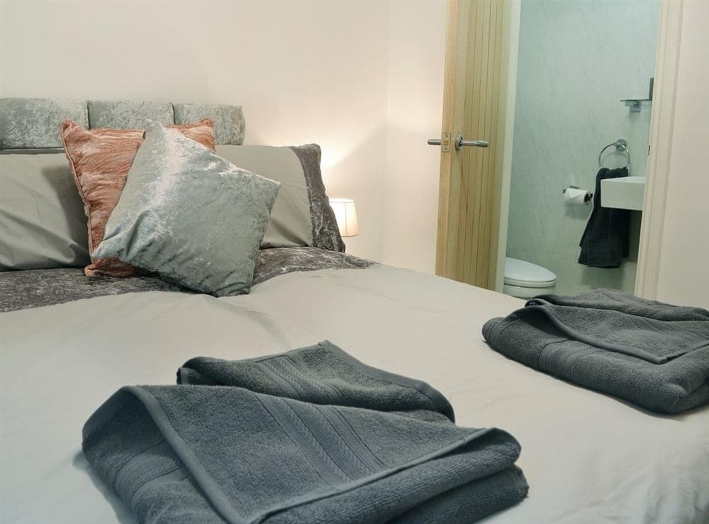 Comfy double bedroom with en-suite (photo 3) at Hidden Gem Cottage in Driffield, North Humberside