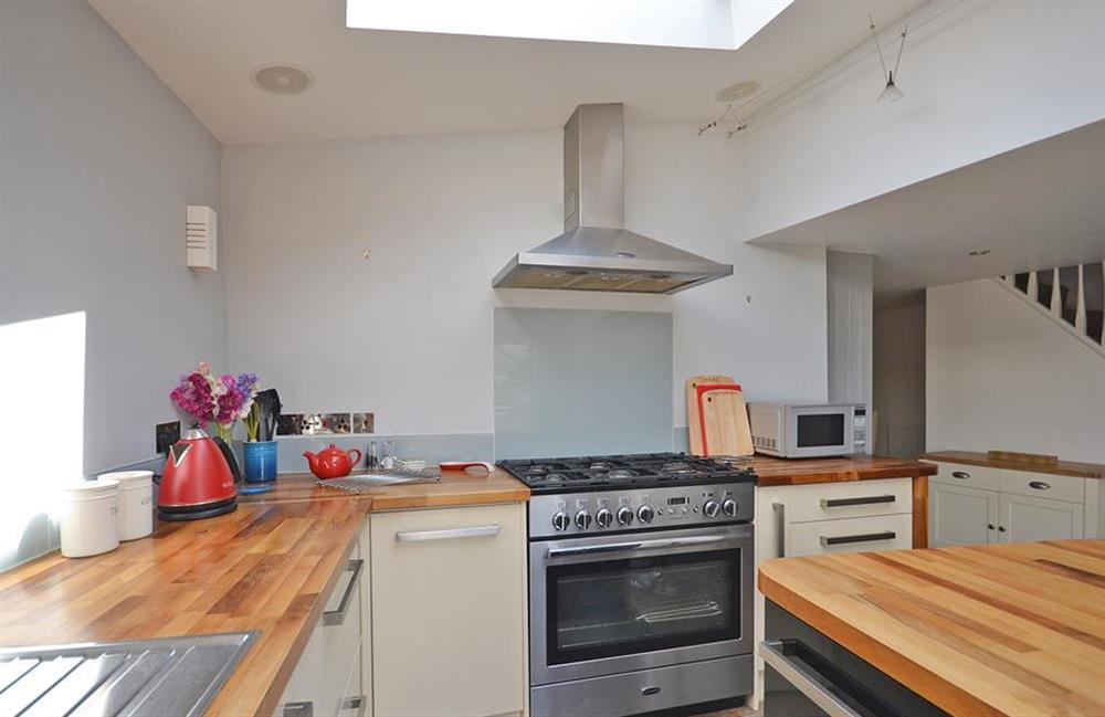 The kitchen is equipped with a range oven at Hideaway, Harbertonford