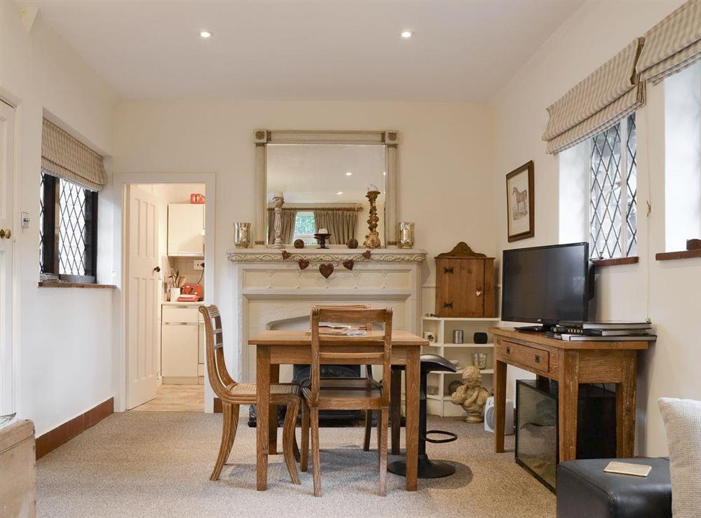 Attractive dining area at Highmoor Park Cottage in Highmoor, near Henley-on-Thames, Oxfordshire