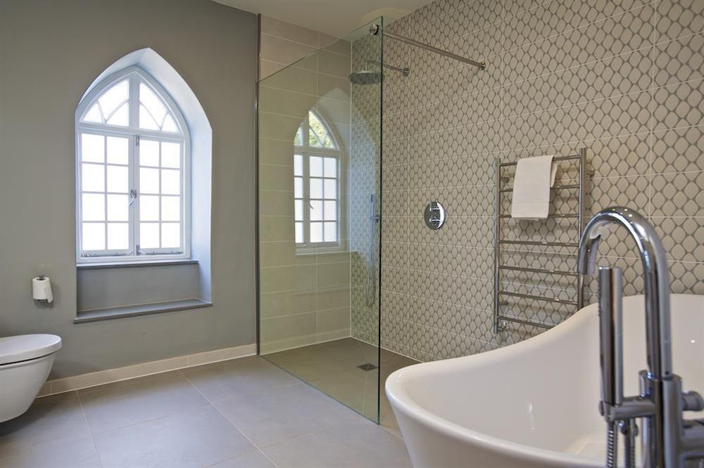 En suite bathroom with slipper bath and shower (photo 2) at Hillfield Farmhouse in , Hillfield, Dartmouth