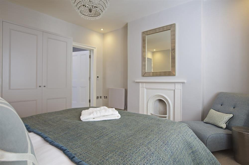 En suite double bedroom with elegant King-size bed (photo 3) at Hillfield Farmhouse in , Hillfield, Dartmouth