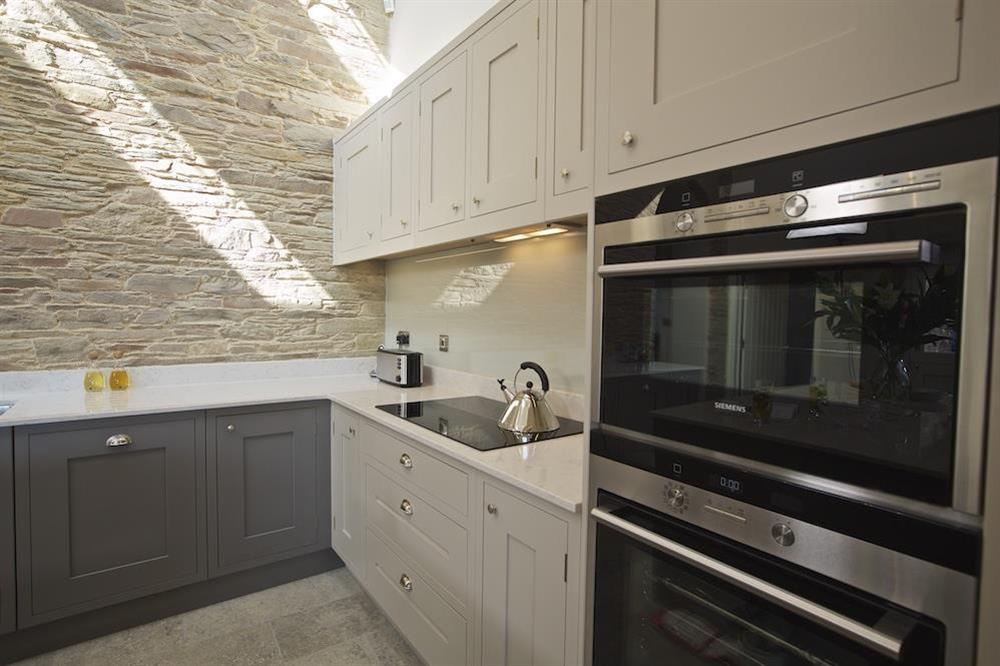 Fully integrated 'Siemens' ovens, warming drawer and induction hob at Hillfield Farmhouse in , Hillfield, Dartmouth