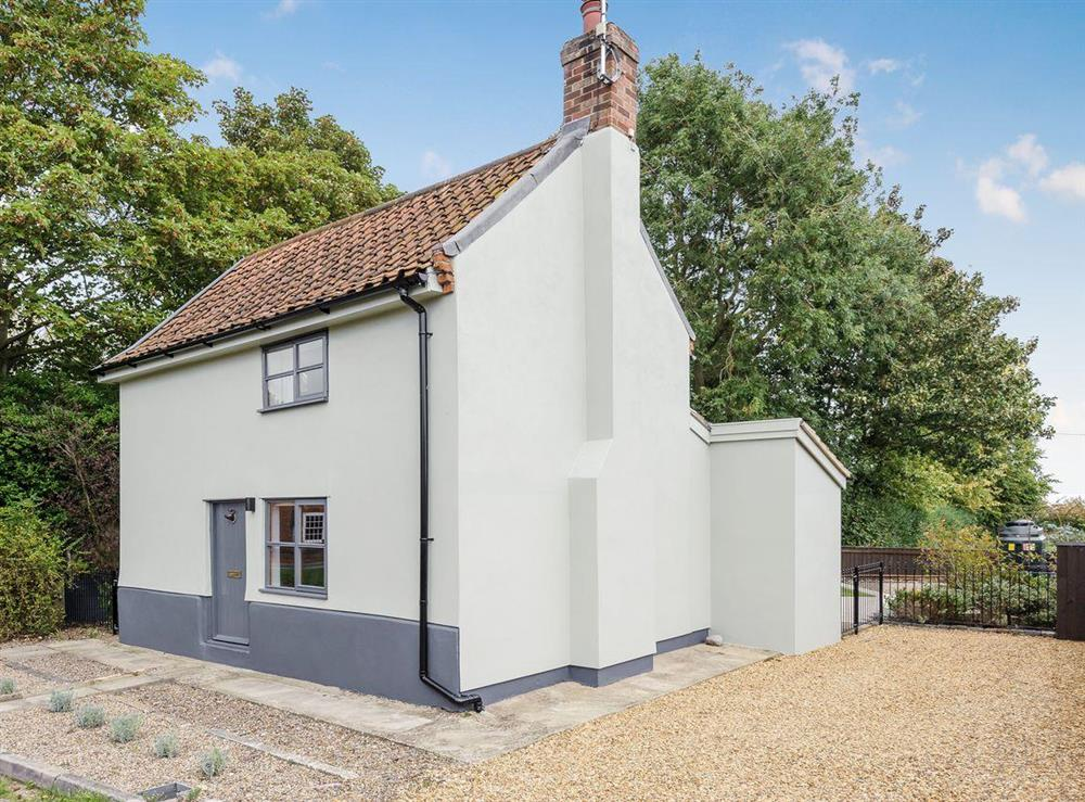 Beautiful detached cottage at Hogsnorting Villa in Blythburgh, near Southwold, Suffolk