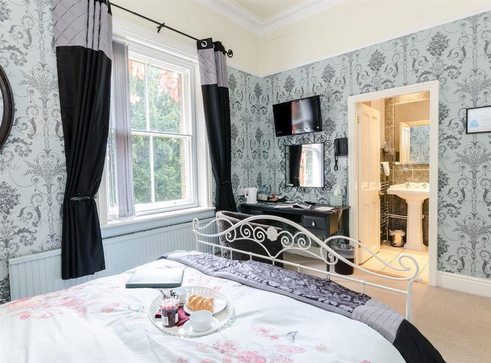 Double bedroom (photo 3) at Holmefield House in Darley Dale, near Matlock, Derbyshire