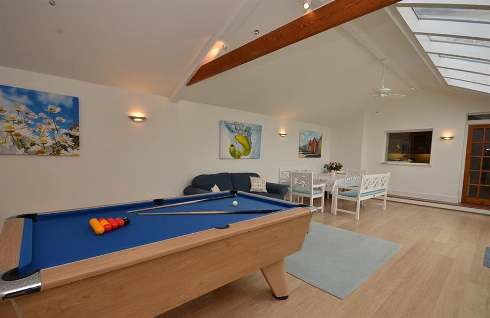 The garden room with pool table and TV at Homelands, Dittisham
