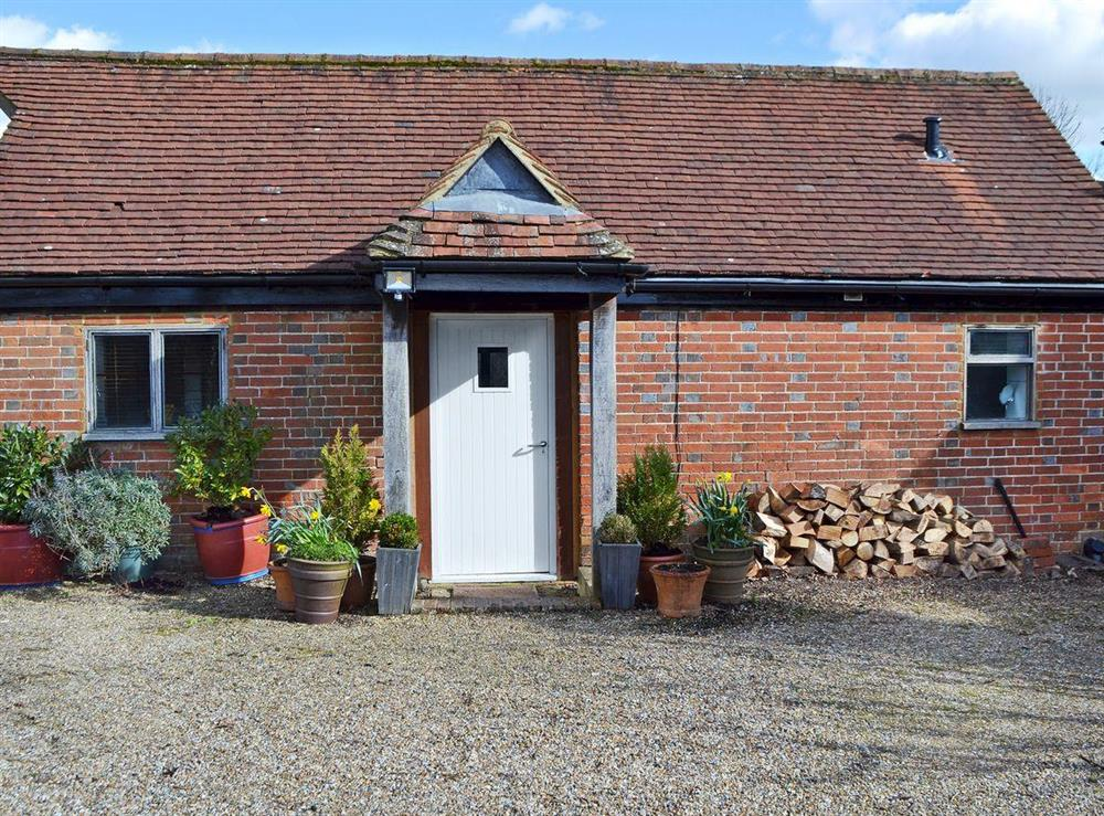 Delightful semi-detached barn conversion at Honey Meadow Cottage in Sharpthorne, near Haywards Heath, West Sussex