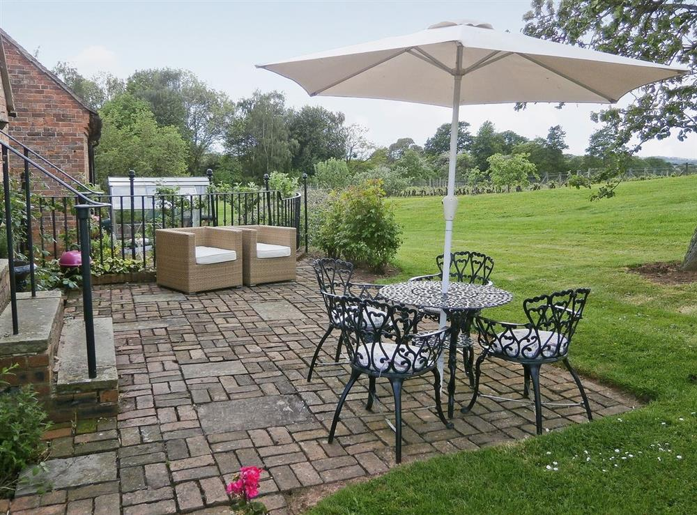 Garden and grounds at Hop Cottage in Coddington, near Ledbury, Herefordshire