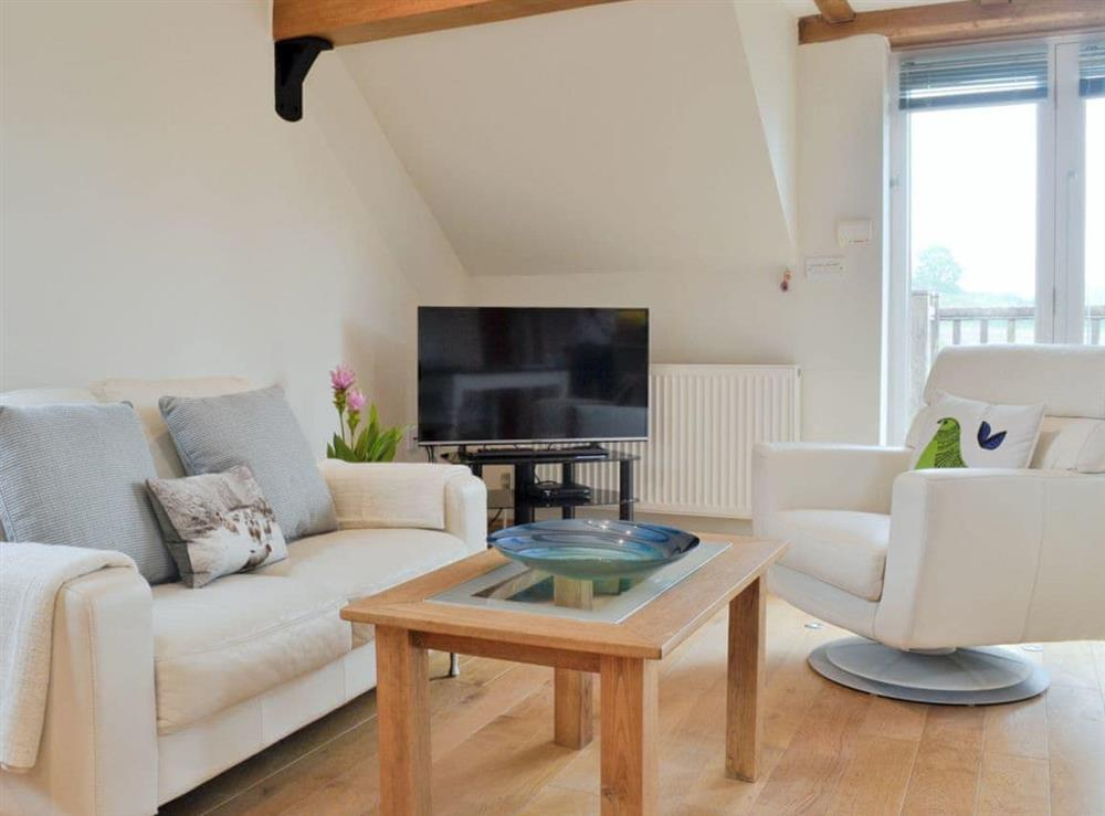 Open plan living/dining room/kitchen at Hurdlemakers Loft in Upper Brailes, near Banbury, Warwickshire