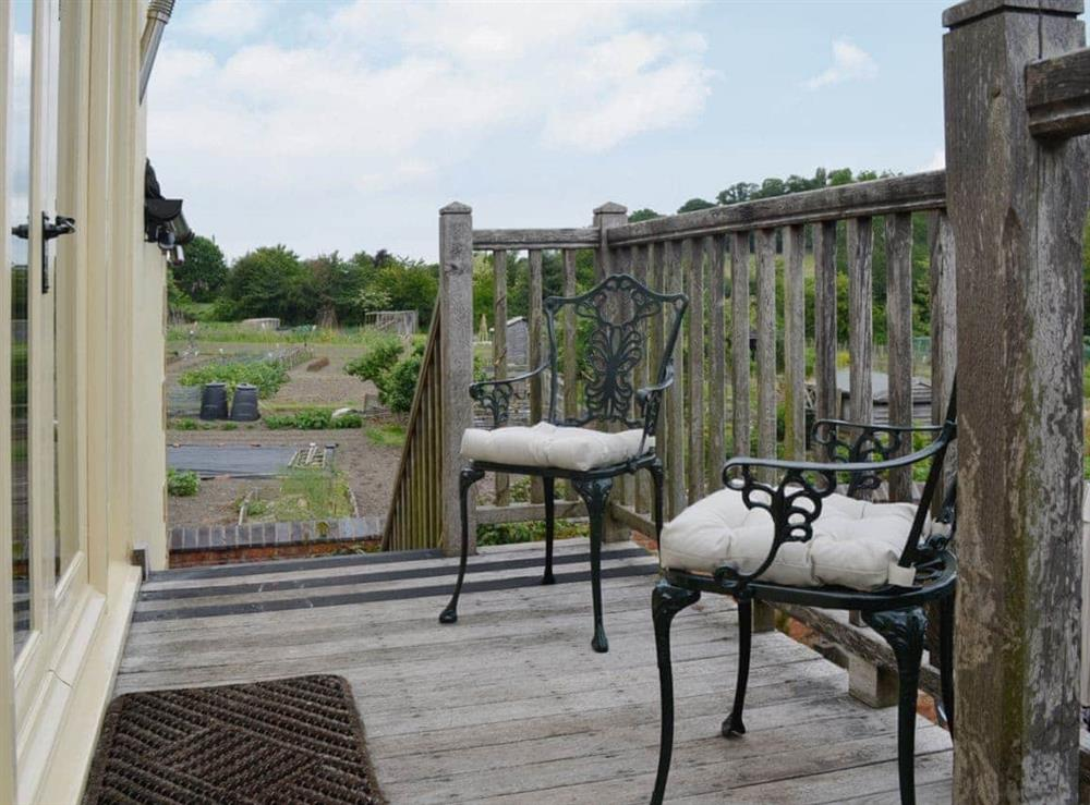 Sitting-out-area at Hurdlemakers Loft in Upper Brailes, near Banbury, Warwickshire