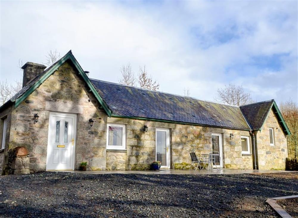 Beautifully modernised, detached stone-built cottage at The Old Inverchroskie Kennels,