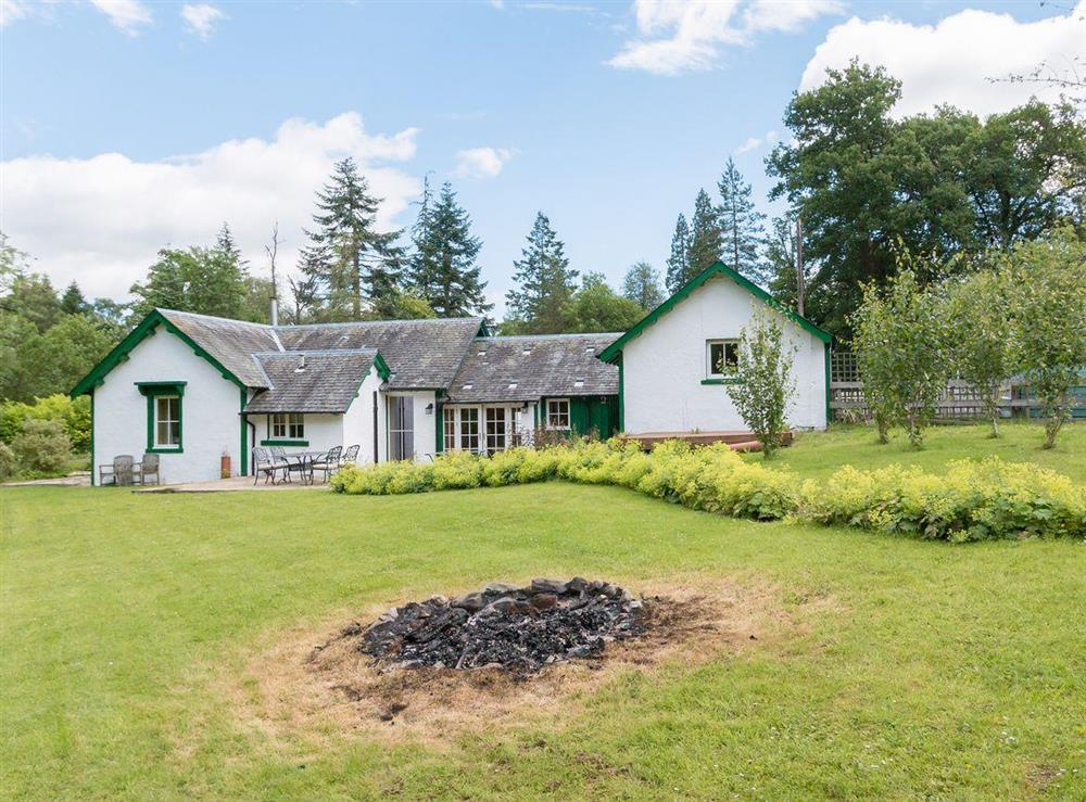 Spacious garden and grounds at Graces Cottage,