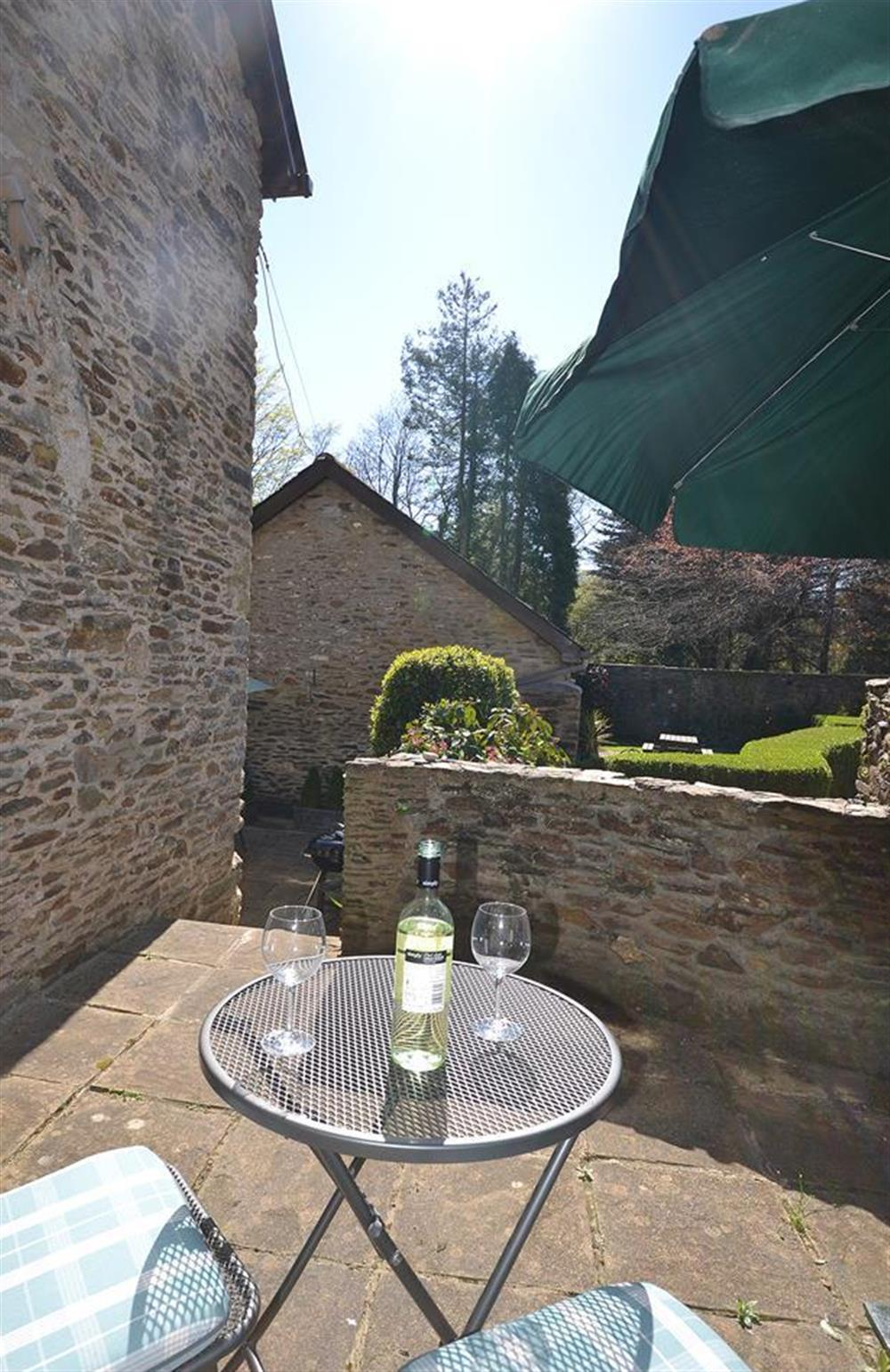 The upper patio area which catches the afternoon sun at Jays Cottage, Modbury