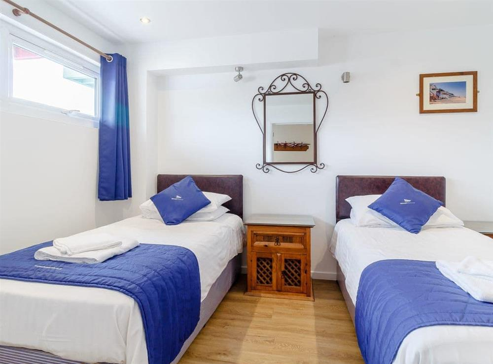Twin bedroom at Jib Sail in Wroxham, Norfolk