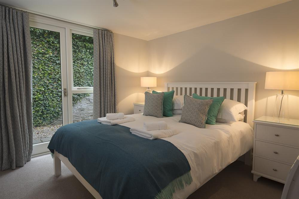 En suite master bedroom with King-size bed at Keepers Cottage 5 in Hillfield, Dartmouth