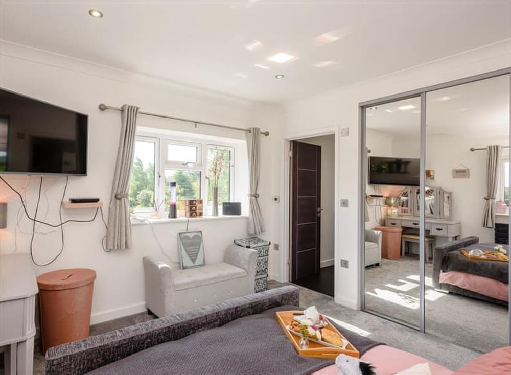 Light and airy bedroom at Kingfisher Lodge in Horning, Norfolk