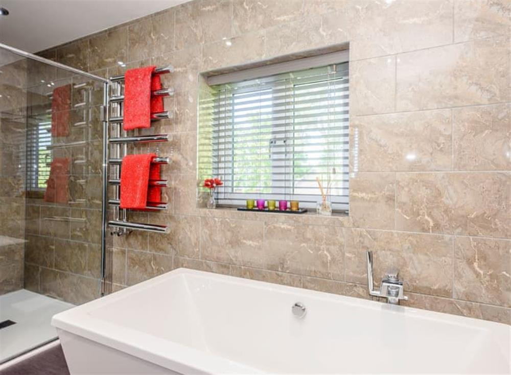 Well presented bathroom at Kingfisher Lodge in Horning, Norfolk