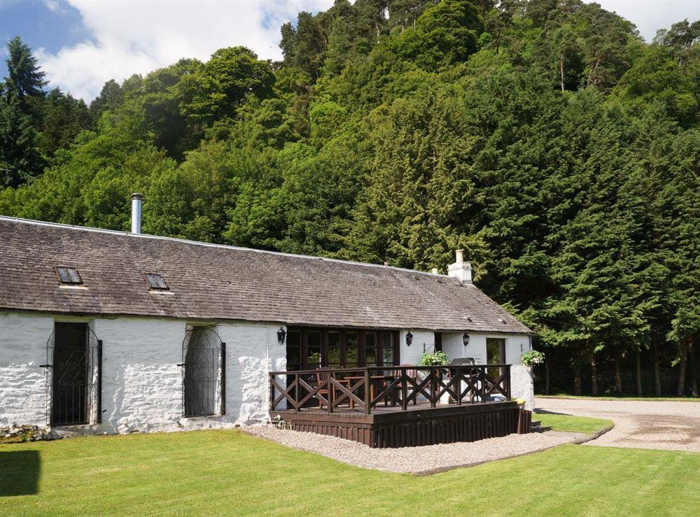 Lovely holiday cottage with raised decked patio at Jock Scott Cottage,